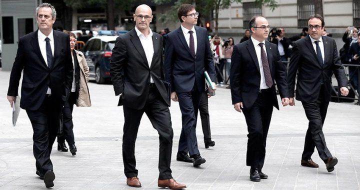 El tribunal supremo divide a los políticos catalanes juzgados por sedición en dos grupos