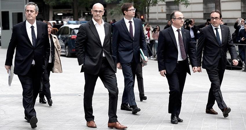 El tribunal supremo divide a los politicos catalanes juzgados por sedicion en dos grupos