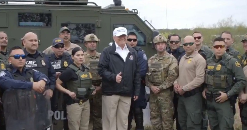 Donald Trump en la frontera con Mexico
