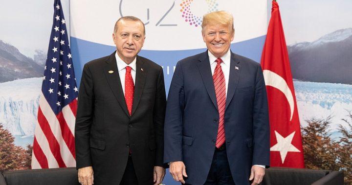 """Trump amenaza con """"devastar"""" la economía de Turquía si ataca a los kurdos de Siria"""