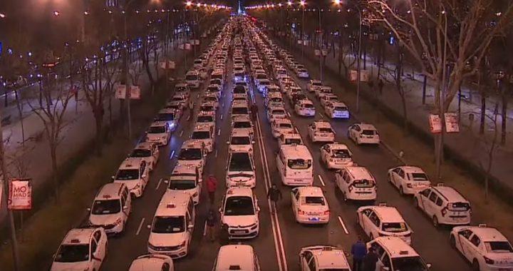 Los taxistas acosan al PP tras  su intento de bloquear la Castellana