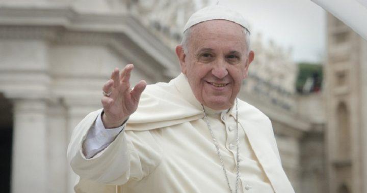 El Papa Francisco pide la solidaridad europea para los inmigrantes abandonados en Malta