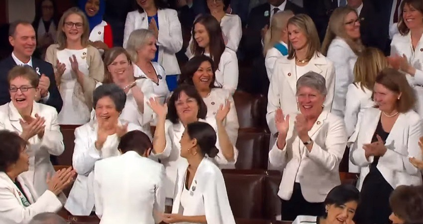 Mujeres democratas vestidas de blanco