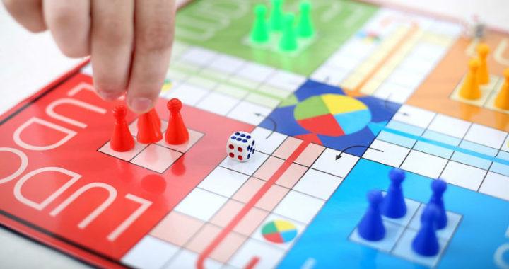 Descubre los beneficios de jugar a juegos de mesa en familia