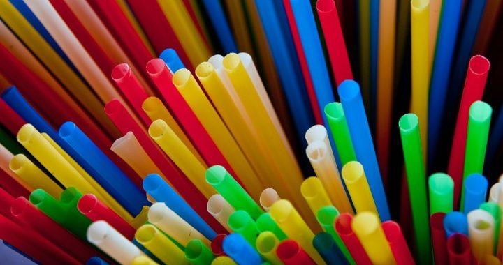 La Eurocámara aprueba la prohibición de los plásticos de un solo uso a partir de 2021