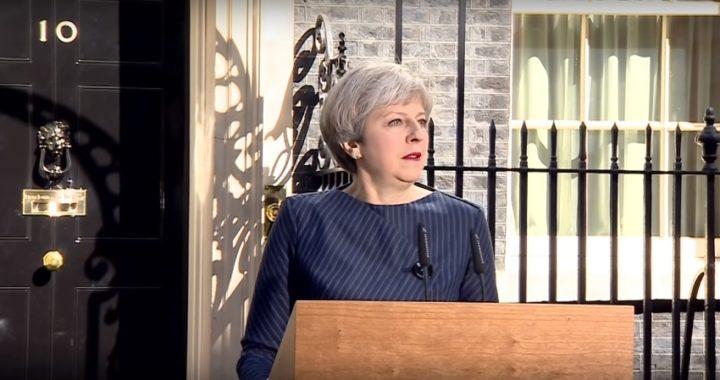 Brexit: Theresa May promete renunciar si el Parlamento aprueba su acuerdo