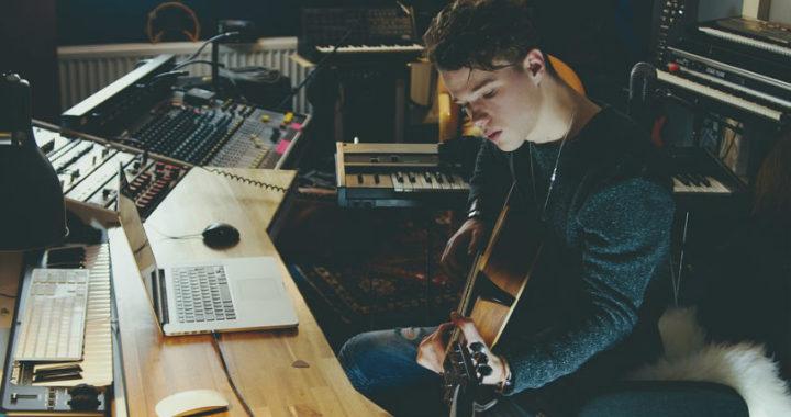 Cómo crear un estudio musical hoy en día y hacer temas musicales sin necesitar una discográfica