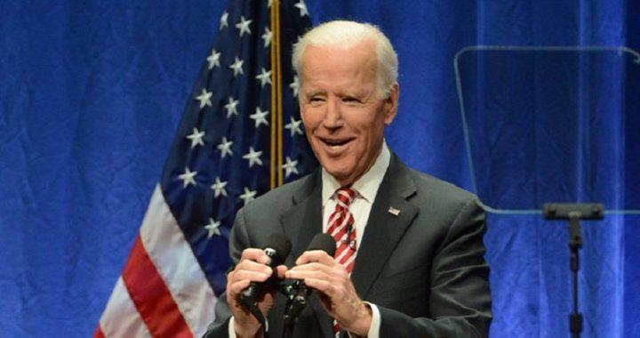 """Joe Biden se compromete a respetar el """"espacio personal"""" de las mujeres"""