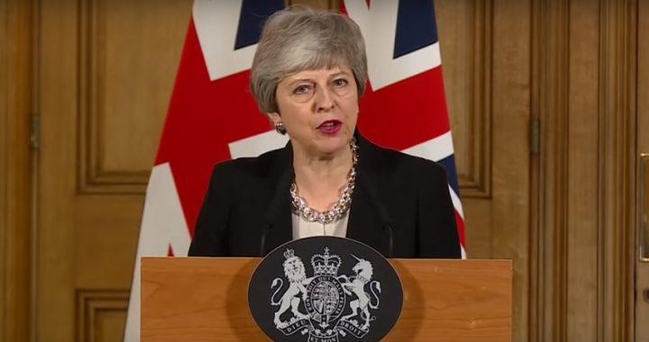 """Theresa May solicita a la UE un nuevo aplazamiento y pide """"unidad nacional"""""""