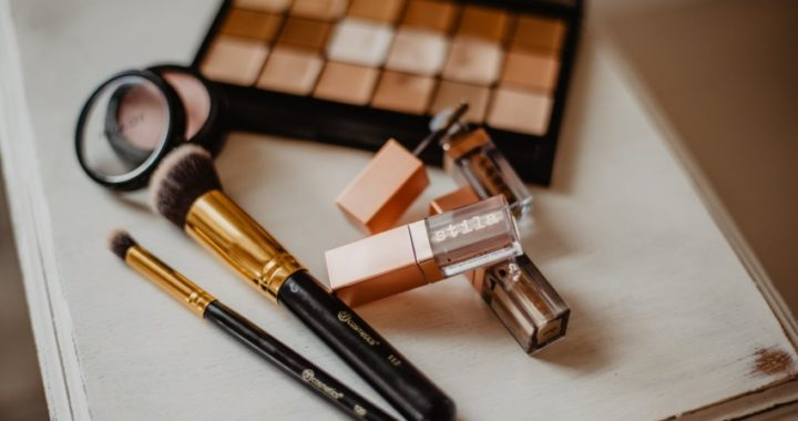 Trucos para prolongar la vida de tus cosméticos